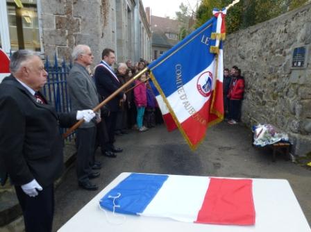 drapeau et plaque.jpg site